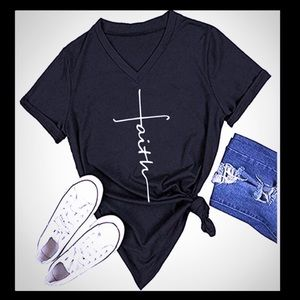 Tops - T-shirt FAITH PRINT NWT